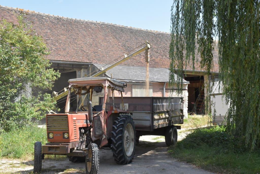Le tracteur de la ferme de la Guilbardière